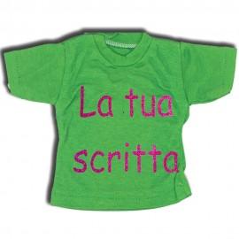 Mini t-shirt verdino con gruccia e ventosa da appendere in auto